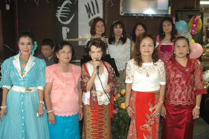 """""""ครูอี๊ด"""" พิไลลักษณ์ ณ ตะกั่วทุ่ง จัดงานครบรอบ 12 ปี คณะครูอี๊ด ศิษย์วัดไทย ในการสอนร้องเพลงบทเพลงสุนทราภรณ์ มี รุ่งนภา อมาตยกุล, อัญชลี กลยุทธพงษ์, วรรณิภา สุนนานนท์, นิตยา สิงหเนตร, ไพลิน ชัยรัตน์, สุนีย์ นิ่มนวล, ทันตพร ศรีดิษฐ์, สุมณฑา อินทรง ร่วมงาน เมื่ออาทิตย์ที่ผ่านมา ที่ร้านเครื่องเทศ ฮอลลีวูด"""