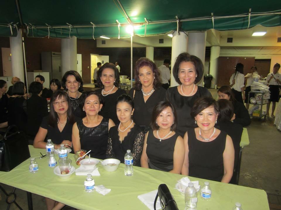 กลุ่มสภาสตรี -เพื่อนๆและญาติมิตรไปงานสวดพระอภิธรรมศพคุณแม่ยุพา ภูติกนิษฐ พี่สาวนายสุรพล เมฆพงษ์สาทร ที่วัดไทย แอล.เอ. เมื่อวันที่ 18 ตุลาคม 2015