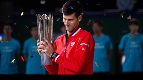 """."""" NOVAK DJOKOVIC"""" นักเทนนิสหนุ่ม จากประเทศ """" Serbia""""  มืออันดับที่ 1 ของโลกคว้าแชมป์เทนนิสรายการ """"เซี่ยงไฮ้ โรเล็กซ์ มาสเตอร์ 2015"""" ได้อย่างง่ายดายเมื่ออาทิตย์ที่แล้วผ่านมา"""
