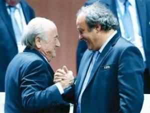 """จุดจบของ 2 เจ้าพ่อวงการลูกหนังโลก ถือว่าเป็นเรื่องราวข่าวสารใหญ่หลวงของวงการกีฬาในรอบปีช่วงสุดท้าย เมื่อ """" Sepp Blatter """" ประธานสหพันธ์ฟุตบอลนานาชาติ หรือ  """" ฟีฟ่า""""และ คู่หูเพื่อนรัก """" Michel Platini """" ประธานสหพันธ์ฟุตบอล ยุโรป หรือ""""ยูฟ่า"""" โดนคณะกรรมการอิสระด้านจริยธรรม ของฟีฟ่า ออกคำสั่งเมื่อวันที่ 21 ธ.ค. ลงโทษ เขาทั้งสองห้ามยุ่งเกี่ยวกับกิจกรรม ฟุตบอลของฟีฟ่าเป็นเวลา 8 ปี มีผลทันที่ ถือว่าเป็นการสะเทือนวงการฟุตบอลไปทั่วโลกเพราะยังทราบว่าจะมีนายกสมาคม ของประเทศใดจะโดนกันอีกบ้าง ซึ้งเมื่อก่อนหน้านี้เขาทั้ง 2 ได้รับโทษแบนครั้งแรกเพียง 90 วัน"""
