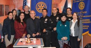 """สโมสรโรตารี่่ไทยทาวน์&องค์กรไทยมอบ""""ถุงยังชีพ""""100 ถุง ผ่าน Vanessa Alvarado - Deputy LA City Attorney &  ตำรวจ LAPDเพื่อนำไปแจกให้ """"บุคคลไร้ที่อาศัย (Homeless)"""" ในเขตฮอลีวูด และร่วมฉลองวันเกิดให้ นายกสิงห์หาญเมื่อวันที่ 11 มกราคม 2016"""