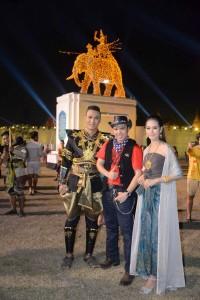 """""""นูโน่"""" สุรสีห์ จิตตมานนท์กุล ไปเที่ยวเมืองไทยแวะชักภาพที่บริเวณงานอนุสรณ์สมเด็จพระนเรศวรมหาราช จังหวัด สุพรรณบุรี ในวันกองทัพไทย เมื่อวันที่ 23 มกราคม 2016"""
