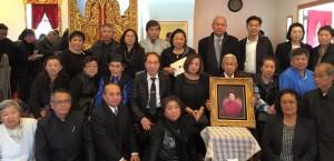 พิธีสวดอภิธรรมคุณแม่น้อมจิตต์ พิชัยศร อายุ 88 ปีหนึ่งในผู้บุกเบิกสังคมไทยใน ซานฟราน ซิสโกมายาวนานกว่า 52 ปีสวด ณ วัดมงคลรัตนารามเมืองเบิร์เลย์ เมื่อวันที่ 24 มกราคม 2016