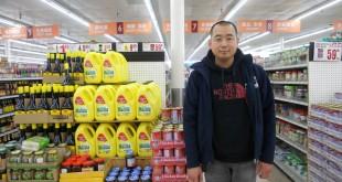 """""""แบ๊ต"""" เจ้าหน้าที่คนไทย คอยให้ความช่วยเหลือ-แนะนำทุกท่านที่จับจ่ายซื้อสินค้าอาหารเอเชี่ยนในราคาขายส่ง (อาหารสด-แห้ง-ทะเล-แช่แข็ง-เครื่องกระป๋อง-ซอสปรุงรส-เครื่องใช้ในครัวเรือน และอื่นๆ) ที่ตลาดฮาวาย เมือง ซานเกเบรียล โทร. 626-307-0062"""