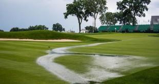"""สภาพของสนามกอล์ฟ..""""Oakmont CC - Oakmont,PA.. ฝนกระหน่ำน้ำท่วมในรอบแรกของการแข่งขัน..116 th  U.S. Open .. ทำให้ต้องยุติการแข่งขัน นักกอล์ฟเล่นจบเพียง 9 คนเท่านั้น"""