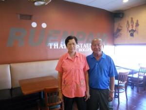อาหารอีสานรสแซ่บ, ข้าวต้มรอบดึกพร้อมกับข้าวให้เลือกมากมาย และอาหารตามสั่งอื่นๆ โดยมี คุณพ่อคุณแม่เจ้าของร้าน คือเบื้องหลังความอร่อย ที่ ร้านอาหารเรือนแพ ในไทยทาวน์ ติดต่อได้ที่ 323-466-0153