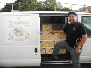 """สั่งซื้อเบียร์ไทย ตรา สิงห์ กับ Paleewong Tranding Co., Inc. สาขา แอล.เอ. โดยมี """"Daniel"""" ให้บริการส่งตรงถึงที่ร้าน โทรสั่งวันนี้ที่ 213-353-4881"""