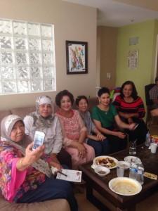 งานเลี้ยงส่งผู้ที่จะไปแสวงบุญ ณ นคร เม็กกะเลี้ยงที่บ้านคุณสุวรรณี เมืองAlhambra