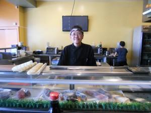 """ชื่นชอบซูชิ, Sashimi, สลัดหนังปลาแซลมอน, Sweet Shrimp tempura มีให้เลือกมากมาย ฝีมือ """"โจ"""" พ่อครัวชูชิมือหนึ่ง ที่ร้าน Ikyu Sushi เมือง นอร์ธ ฮอลลีวูด ติดต่อ 818-982-8598"""