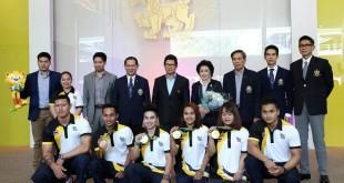 """คณะนักกีฬาจาก 3 สมาคมกีฬา คือ สมาคมกีฬายกน้ำหนักแห่งประเทศไทย, สมาคมกีฬาเทควันโดแห่งประเทศ และสมาคมกีฬามวยสากลแห่งประเทศไทย นำโดย  นายกของแต่ละสมาคม ได้เดินทางมายัง บริษัท บุญรอดบริวเวอรี่ จำกัด ถนนสามเสน เพื่อมาขอบคุณ """"สิงห์"""" ในฐานะผู้อยู่เบื้องหลังความสำเร็จ ที่ให้การสนับสนุนสมาคมมาโดยตลอด"""