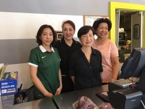 อิ่มอร่อยกับอาหารไทยรสเด็ด และอาหารตักมีกับข้าวให้เลือกมากมาย ที่เปิดบริการมายาวนานกว่า 40 ปี พร้อมบริการดีๆ จากทีมงาน ที่ร้านอาหารไทยอินทรา (Indra Restaurant) ในเมือง Glendale โทร. 818-247-3176