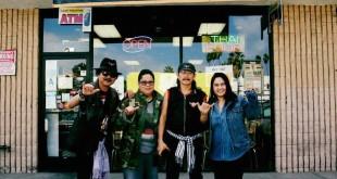 """""""เชฟเฟิร์น"""" สมฤทัย แก้วตาทิพย์ & """"เชฟปลา"""" โนรี คงวุธ ให้การต้อนรับ """"คาราบาว"""" ที่ร้านอาหารไทย เลิฟทูอีท (Luv 2 eat) บนถนน Sunset (323-498-5835) ก่อนขึ้นคอนเสิร์ต 35 ปี คาราบาว เมื่ออาทิตย์ที่ผ่านมา"""