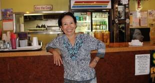 ลิ้มลองกับเมนูสุดแซ่บ! ส้มตำ, หมู-เนื้อแดดเดียว, ลาบ, หมี่กะทิ, ยำแหนม, หมูย่าง, ข้าวเหนียวมะม่วง และอื่นๆ โดยมี วัลภา ลี (เจ้าของร้านรัชดา) ให้การต้อนรับ ที่ร้าน Rachada Thai เมือง Santa Fe Springs 562-921-0889