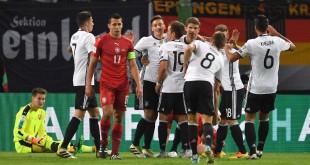 """แชมป์เก่า """"เยอรมนี แชมป์โลก 2014 เปิดบ้านสอยเพื่อนบ้านสาธารณรัฐเช็กรอบคัดเลือกได้อย่างง่ายดาย 3-0 ที่สนามฮัมบูร์ก อารีนา เมืองฮัมบูร์ก"""