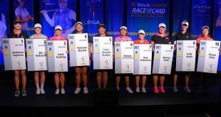"""ขอแสดงความยินดี กับ สองนักกอล์ฟสาวของไทยแลนด์เราที่สามารถสอบผ่านคว้า..Tour Card..ได้เข้ามาเล่นรายการกอล์ฟของ..""""LPGA 2017""""..ยืนอยู่อันดับที่ 4 & 6 ในรูปภาพครับ"""