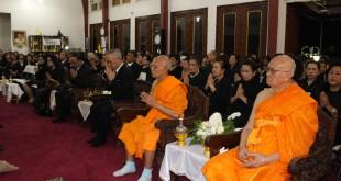 พระเดชพระคุณพระเทพมงคลวิเทศ เจ้าอาวาสวัดไทย นครลอสแอนเจลิส เป็นประธานบำเพ็ญกุศลและสวดพระอมธรรมถวายเป็นพระราชกุศล พระบาทสมเด็จพระปรมินทรมหาภูมิพลอดุลยเดช มีเอกอัครราชทูตไทยประจำกรุงวอชิงตัน ดี.ซี. นายพิศาล มาณวพัฒน์ เดินทางมาร่วม 29 ตุลาคม 2016