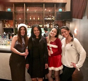 อแมนด้า ขันตรี (ที่ ๒ จากซ้าย) เจ้าของร้านอาหารไทย Chadaka Thai in Burbank ลูกสาว สมบูรณ์ ขันตรี Have a good time with her friends on Christmas eve Dec 25,2016.