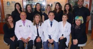 ตรวจวัดสายตาประกอบแว่น พร้อมตรวจ-รักษาโรคเกี่ยวกับตา โดย ดร.แอนดี้ ก้องสกุล O.D. จักษุแพทย์ผู้เชี่ยวชาญและทีมงาน ปรึกษา-โทรนัดได้ทั้ง 2 สาขา Valley Optometry 818-774-2020, El Portal Opetometry 818-769-2020