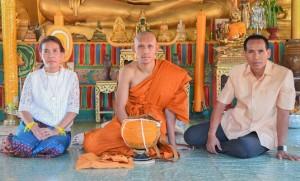 """หลังจากที่ """"มุ้ย"""" ธีรศิลป์ แดงดา ยอดกองหน้าทีมชาติไทย เพิ่งสร้างผลงานได้อย่างยอดเยี่ยม หลังสวมบทกัปตันทีมพา """"ช้างศึก"""" คว้าแชมป์เอเอฟเอฟ ซูซูกิ คัพ มาครองได้เป็นสมัยที่ 5 พร้อมควบตำแหน่งดาวซัลโวหลังจากยิงไป 6 ประตู และถือเป็นครั้งที่ 3 ของเจ้าตัวในฟุตบอลรายการนี้ได้เข้าพิธีบรรพชาอุปสมบทเพื่อทดแทนพระคุณบิดาและมารดาที่วัดอินทราสุการาม (วัดหลวงปู่เจียม) ต.กระเทียม อ.สังขะ จ.สุรินทร์ ได้รับฉายาว่า  """"คัมภีรธัมโม"""" แปลว่า ผู้มีธรรมอันลึกซึ้ง.. สาธุครับ.."""