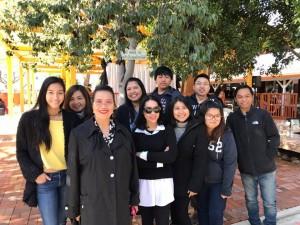 """ครอบครัว """"บุญชู"""" ร่วมกันทำบุญในวันขึ้นปีใหม่ ที่วัดภูริทัตวนาราม เมืองออนทาริโอ โดยมี สุชาดา-สุวิชา-หทัยรัตน์ บุญชู และ นิโคลลีน ลิมศนุกาญจน์ พร้อมกับเพื่อนสนิท เมื่อวันอาทิตย์ที่ 1 มกราคม 2017 ที่ผ่านมา"""
