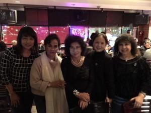 อมรา อัศวนนท์ ดาราหนังไทยยุค บก.สยามมีเดียยังสะอ่อ่น มาเที่ยวแอล.เอ. เที่ยวนี้ได้ฉลอง ปีใหม่ 2017 กับเพื่อนๆ วีณา และ เอื้อง อดีตนักร้องในแอล.เอ.และ ศรีประภา บูรณะสมบัติ