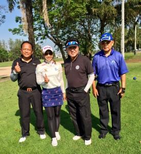 """เมื่อวันอังคารที่ 17 มกราคม 2017 ที่สนามกอล์ฟ The Legacy Golf Club (Natural Park Ramindra Golf Club) ดนัย นิลพลับ, ดร.ธีรยุทธ ทุมมานนท์ และ คำนึง แสงขำ ได้มีโอกาสออกรอบกับ """"น้องเลิฟ"""" โปรแหวน พรอนงค์ เพชรล้ำ ก่อนที่จะออกเดินทางไปแข่งขันในรายการ .""""Pure Silk Bahamas LPGA Classic"""".. โดยจะเริ่มโชว์วงสวิงในวันที่ 26 - 29 ม.ค. 2017"""