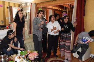 """เกศกนก รัตนกุล บินมาจากซานฟรานเพื่อฉลองวันเกิดให้ ครูสมจิตร เค้าอ้น ที่บ้าน """"นูโน่""""เสาร์ที่ 18 ก.พ. 2017  มีท่านนายกสมาคมไทยฯจีน่า ปรีชา เป็นต้นเสียงเพลง Happy Birthday"""
