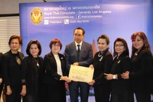"""ผลงานดีเด่นของชุมชนไทยโพ้นทะเลที่ """"รวมใจ""""กันช่วยเหลือพี่น้องไทยทางภาคใต้ที่ประสบอุทกภัยโดยมี นายกสมาคมไทยปักษ์ใต้ จุฑาภรณ์ ไชยรัตน์ติเวช เป็นแกนนำได้ตังค์ $72,836.85 และเงินไทย 54,309.00 บาท ส่งผ่านสถานกงสุลใหญ่แอล.เอ รับมอบเมื่อวันที่ 30 มกราคม 2017"""