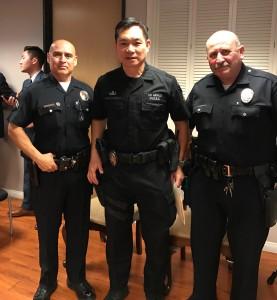 นายตำรวจแอล.เอ.ไทยอเมริกัน พีท เพิ่มแสงงาม (กลาง) และนายตำรวจที่ดูแลเขตไทยทาวน์ (ขวาสุด) ชื่อ Aman Sedean มีอะไรโทรหาได้โดยตรงที่ (213)972-2971