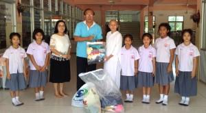 สุรสิทธิ์ หักฤทธิ์ศึก อดีตนายกสมาคมไทยฯ ไปเมืองไทย กุมภาฯ 2017 เพื่อให้การสนับสนุนโครงการสวนเกษตรฯ อำเภอ ปากท่อ จังหวัด ราชบุรี มีผู้อำนวยการแม่ชีอรรณอัมไพ ภาสศักดิ์ชัย โรงเรียนธรรมจารินีวิทยาให้การต้อนรับ