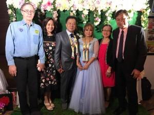 วิลลี่ วัฒนวงษ์คีรี (ขวาสุด) ไปเป็นสักขีพยานในงานแต่งงานเพื่อน Cindy กะ Winyoo Khonsue ที่เมืองการพนันลาสเวกัส เมื่อวันที่ 15 กุมภาพันธ์ 2017