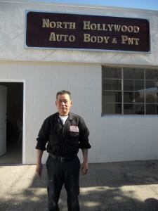 """""""ใหญ่ แซ่เบ๊"""" ช่างผู้ชำนาญงานซ่อมตัวถังพ่นสีรถยนต์ทุกชนิด ยินดีเดินเรื่องกับบริษัทประกันภัยให้ ที่ North Hollywood Auto Body & PNT สอบถามได้ที่ 818-980-4851"""