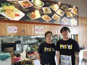 พิสูจน์ความอร่อย! หอยจ๊อ, ข้าวหน้าเป็ด, ข้าวขาหมู, ข้าวคลุกกะปิ, ปอเปี๊ยะสด, แหนมข้าวทอด และอื่นๆ โดยมี หนึ่ง และ ตี๋ ให้บริการเป็นกันเอง ที่ร้านอาหารแพรว บนถนน Melrose 323-663-7122
