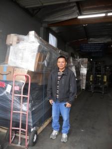 """""""ติ๊ก"""" ให้ความสะดวกรวดเร็ว สำหรับท่านที่ต้องการส่งของกลับเมืองไทย ทางเรือ โดยมืออาชีพ   ที่ Rama International Inc. เมือง N.Hollywood ติดต่อได้ที่ 818-764-9235"""