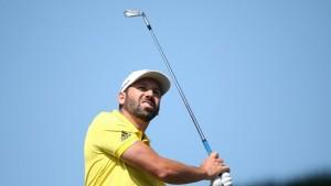 """.""""Sergio Garcia"""" นักกอล์ฟหนุ่ม จากประเทศสเปน คว้าแชมป์..""""Omega Dubai Desert Classic"""".. สกอร์ 19 อันเดอร์พาร์ ทิ้ง  อันดับที่ 2 ถึง 3 สโตรก เมื่ออาทิตย์ที่แล้วผ่านมา"""