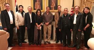 กลุ่มนักธุรกิจและผู้นำชุมชน ร่วมสังสรรค์ประชุมที่บ้านกงสุลใหญ่ ธานี แสงรัตน์ เพื่อรับทราบนโยบายพัฒนาชุมชนไทยในเขตความรับผิดชอบของสถานกงสุลใหญ่นครลอสแอนเจลิส  เมื่ออาทิตย์ที่ผ่านมา