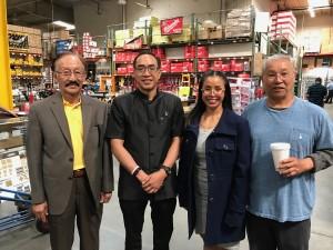 กงสุลใหญ่ธานี แสงรัตน์ แวะเยือน A J Wholesale Distributors, Inc.ที่เมืองพาราเม๊าท์ มี วุฒิสิทธิ ประภาวัตร และลูกสาว เจ้าของกิจการแห่งนี้ มายาวนานกว่า 30 ปี ให้การต้อนรับ เมื่อวันที่ 16 มีนาคม 2017