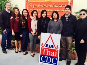 สมาคมหอการค้าไทยในแซนดิเอโก้ นิกกี้ สัมมาวดี มาร์ ให้การต้อนรับสมาคมทนายไทยแห่งแคลิฟอร์เนีย นำโดย แทมมี่ สุมณฑา และศูนย์ส่งเสริมชาวไทยในแคลิฟอร์เนีย ที่มาให้บริการกรอกแบบฟอร์มสมัครอเมริกันชิติเซ่นให้ชุมชนไทยในแซนดิเอโก้ เมื่อสัปดาห์ที่ผ่านมา