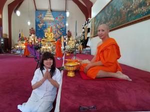 ดวงพร มหาราช อุปสมบทให้ลูกชาย ที่วัดไทย ลอสแอนเจลิส เมื่ออาทิตย์ที่ผ่านมา...ขออนุโมทนาบุญ สาธุ สาธุ