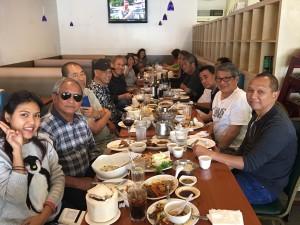 สภากาแฟเมืองCerritos จัดงานเลี้ยงส่งสมาชิก วิบูลย์ อิศรางกูร ณ อยุธยา คนที่3 จากขวา และ นุกูล กุลละวณิชย์ ซ้ายในสุดคนที่สองที่เห็นหน้า กลับเมืองไทย ที่ร้านไทยนครเมือง Stanton เมื่อวันอาทิตย์ที่ผ่านมา