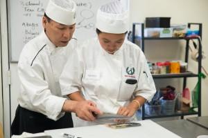 "Sushi Chef Institute สถาบันสอนทำซูชิ คลาส Professional (เป็นเชฟซูชิได้ภายใน 2 เดือน) สอนโดย ""เชฟแอนดี้ มัสสึดะ"" สมัครได้แล้ววันนี้ ออก I-20 ให้นักเรียนต่างชาติ คลาสต่อไปเริ่มวันที่ 10 เมษายน 2017 สอบถามได้ที่ 310-782-8483, อีเมล์: mail@sushischool.net"