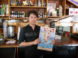 """ไม่ต้องไปไกลถึงทะเล สำหรับท่านที่ชื่นชอบอาหารทะเล ปูก้ามโต, กุ้ง, หอย, ล็อบสเตอร์, ปลา, เครย์ฟิช และอาหารไทยอื่นๆ อีกมากมาย พร้อมบริการดีๆ จาก """"หน่อย"""" ตรงไปที่ The Shrimp Lover ในฮอลลีวูด โทร. 323-668-9113"""