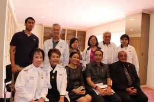 สุรศักดิ์ วงศ์ข้าหลวง ประธานโครงการเยาวชนไทยในสหรัฐฯเยือนแผ่นดินแม่ จัดประชุมคณะกรรมการที่สถานกงสุลใหญ่แอล.เอ. มีกงสุลใหญ่ ธานี แสงรัตน์ ให้เกียรติมาร่วมประชุม เมื่อวันที่ 3 เมษายน 2017