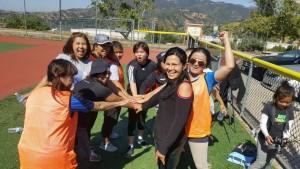 จิน่า ปรีชา นายกสาคมไทยแห่งแคลิฟอร์เนียภาคใต้ ได้รับความสนับสนุนจาก สมาคมนวดไทยและสปาฯ นำกรรมการน้อยใหญ่ ไปร่วมซ้อมฟุตบอลที่สนามกีฬาเมืองเกลดเด็น เมื่อเสาร์ที่ผ่านมาเพื่อเตรียมรับมือกีฬาประเพณีประจำปีครั้งที่ ๖๑ ในวันที่ ๒๘ พฤษภาคม ๒๐๑๗