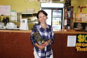 พิสูจน์ความอร่อย! ข้าวผัดปู, เย็นตาโฟ, เนื้อย่าง, แหนมข้าวทอด, เนื้อน้ำตก, ไส้กรอกอีสาน, ลอดช่อง และอื่นๆ โดยมี วัลภา ลี (เจ้าของร้านรัชดา) ให้การต้อนรับ ที่ร้าน Rachada Thai Cuisine เมือง Santa Fe Springs 562-921-0889