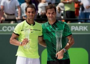 """""""Roger Federer"""".. คนซ้ายมือจากประเทศสวิตเซอร์แลนด์, มืออันดับที่ 4 ของโลก เอาชนะหนุ่ม..""""Rafael Nadal"""".. จากประเทศสเปน, มืออันดับที่ 5 ของโลก 2-0 เซต 6-3, 6-4 เป็นชัยชนะครั้งที่ 19 ของการเล่นผ่านมา 20 เกม..."""
