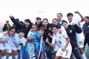 """ทีมฟุตบอลหญิงทีมชาติไทยกำลังเดินทางกลับประเทศไทยหลังจากที่ถล่มเจ้าภาพ ..""""ปาเลสไตน์ 6-0 และไต้หวัน 1-0 ในศึกฟุตบอลหญิงชิงแชมป์เอเชีย 2018 รอบคัดเลือก ที่ประเทศปาเลสไตน์ ทำให้คว้าสิทธิผ่านเข้าสู่รอบสุดท้าย ที่ประเทศจอร์แดน ในปี 2018 ได้สำเร็จ"""