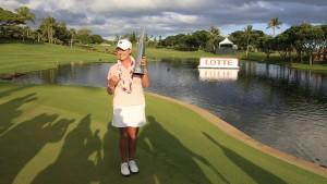 """แชมป์รายการของ LPGA ครั้งที่ 19  ในชีวิต  โปรสาวอเมริกัน ..""""Cristie Kerr"""".. วัย 39 ปี คว้าถ้วยแชมป์  กอล์ฟแอลพีจีเอทัวร์ รายการ..""""LOTTE Championship"""".. ที่ฮาวาย ด้วยสกอร์รวม 20 อันเดอร์พาร์  เป็นสถิติสกอร์ต่ำสุดของรายการนี้ ตั้งแต่มีการแข่งขันมา.."""