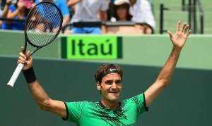 """Roger Federer"""".. มืออันดับที่ 6 ของโลกจาก...สวิตเซอร์แลนด์... ที่เพิ่งหายเจ็บยาวครึ่งปีกลับมาในช่วงต้นฤดูกาลนี้ คว้าแชมป์เทนนิสรายการดังเอทีพีเวิลด์ทัวร์ มาสเตอร์ส 1000..ได้เป็นสมัยที่ 3 ด้วยการชนะ.."""" Rafael Nadal"""".. มืออันดับที่  7 ของโลกจากสเปน 6-3, 6-4 ในเกมชายเดี่ยวรอบชิงชนะเลิศ เมื่อวันที่ 2 เมษายน"""