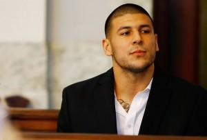 """ซุปเปอร์สตาร์ได้ลาจากไปเสียแล้ว ..""""Aaron Hernandez"""".. ได้ตัดสินใจแขวนคอตายในห้องคุมขัง หลังจากที่ได้รับโทษตัดสินตลอดชีวิต สาเหตุเพราะใช้อาวุธปืนยิงผู้อื่นเสียชีวิต.."""